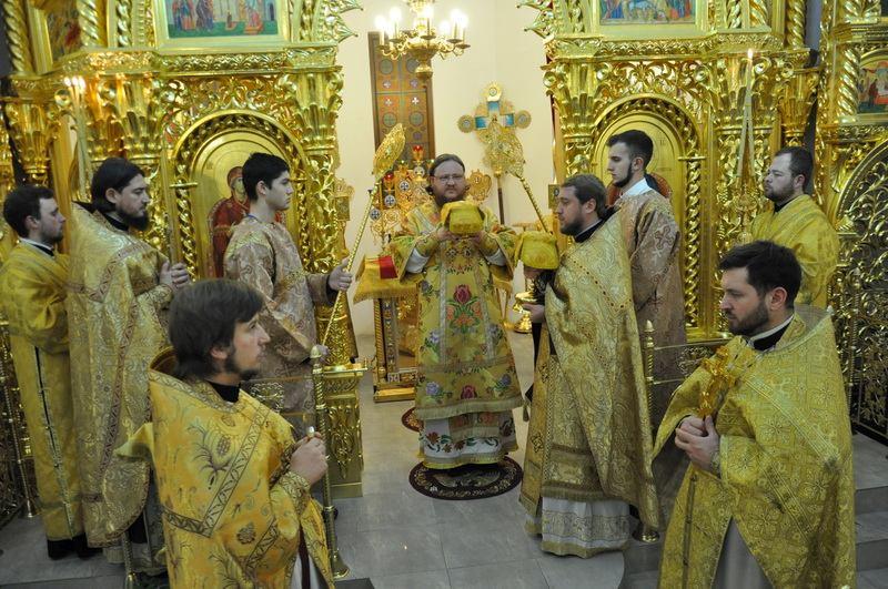 Єпископ Боярський Феодосій в Новорічну ніч звершив Божественну Літургію у Введенському Обиденному храмі на Теремках