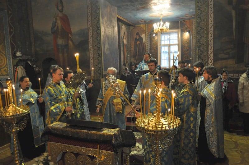 Єпископ Боярський Феодосій звершив утреню з читанням акафісту Пресвятій Богородиці
