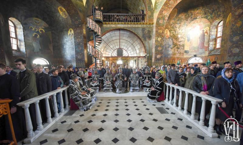У Велику Середу єпископ Боярський Феодосій співслужив Предстоятелю у Трапезному храмі Києво-Печерської Лаври