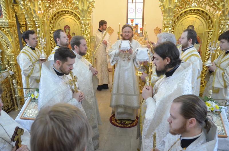 В Лазареву субботу епископ Боярский Феодосий совершил Божественную Литургию во Введенском Обыденном храме в г.Киеве