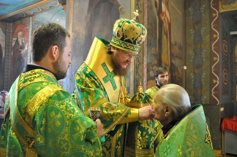 Напередодні дня пам'яті прп.Феодосія Києво-Печерського єпископ Боярський Феодосій звершив богослужіння у Хрестовоздвиженському храмі столиці