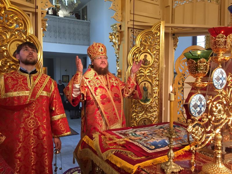 В день Преполовения Пятидесятницы епископ Боярский Феодосий совершил Божественную литургию во Введенском Обыденном храме в г.Киеве
