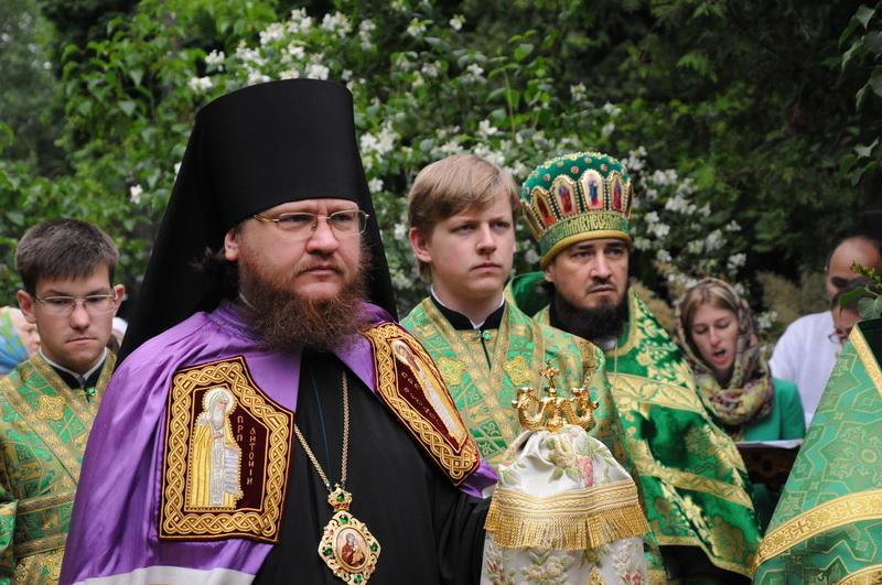 Єпископ Боярський Феодосій звершив освячення нового іконостасу та Літургію на Святошинському кладовищі столиці
