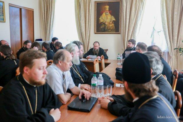 Єпископ Боярський Феодосій взяв участь у засіданні Вченої ради КДАіС та комісії по захисту бакалаврських робіт