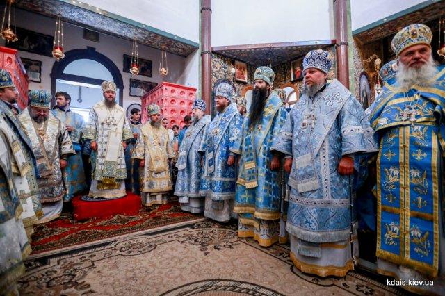 Епископ Боярский Феодосий сослужил управляющему делами УПЦ митрополиту Антонию в Ризоположенском монастыре