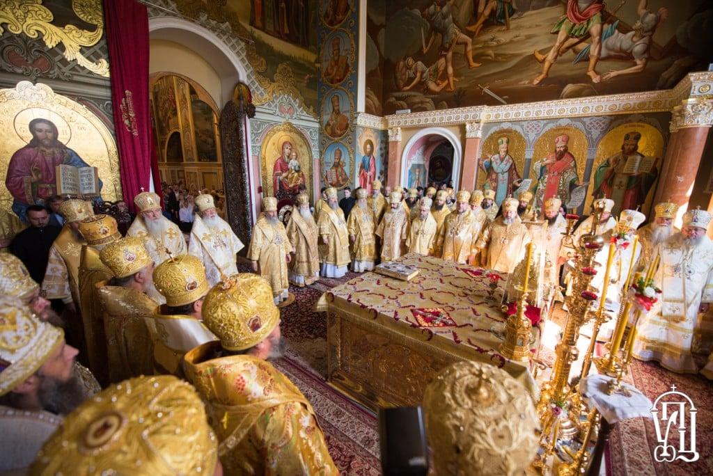 Архиепископ Боярский Феодосий сослужил Предстоятелю УПЦ за праздничной Литургией в Успенском соборе Киево-Печерской Лавры (+ВИДЕО)