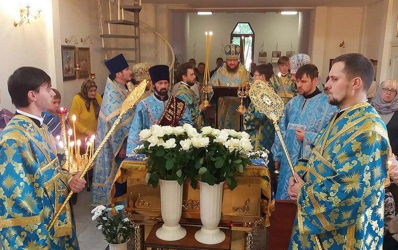 Архієпископ Боярський Феодосій звершив утреню з чином погребіння Плащаниці Богородиці