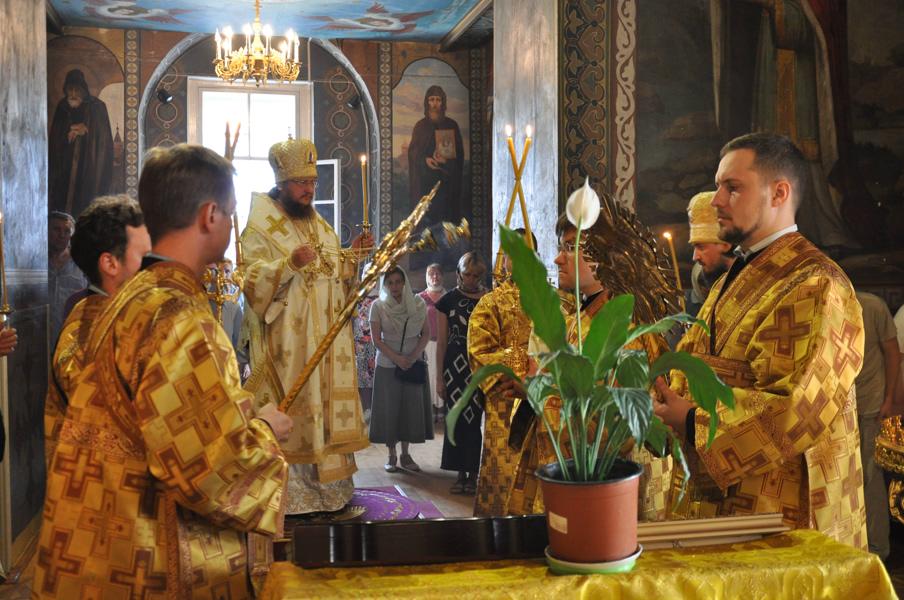 Архієпископ Боярський Феодосій звершив всенічне бдіння напередодні дня пам'яті преподобного Феодосія