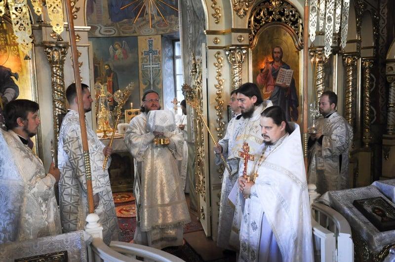 Архієпископ Боярський Феодосій звершив Літургію в день свята Преображення Господнього
