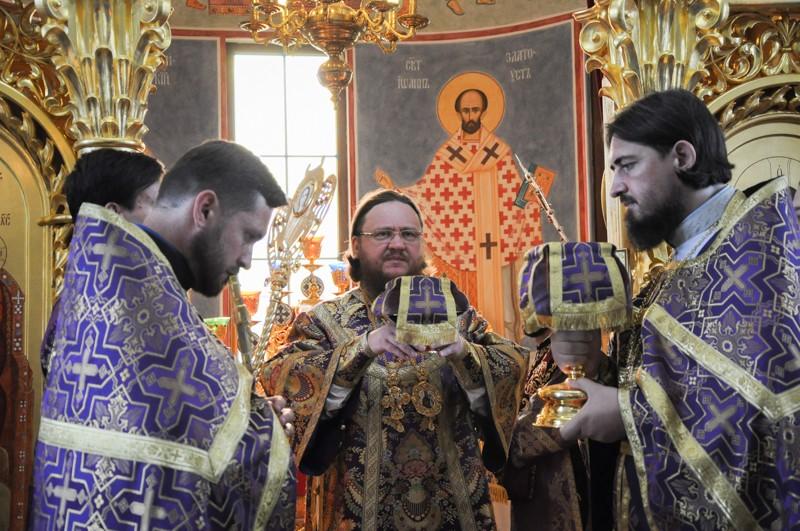 Архієпископ Боярський Феодосій звершив Літургію в день свята Походження Чесних Древ Животворящого Хреста Господнього