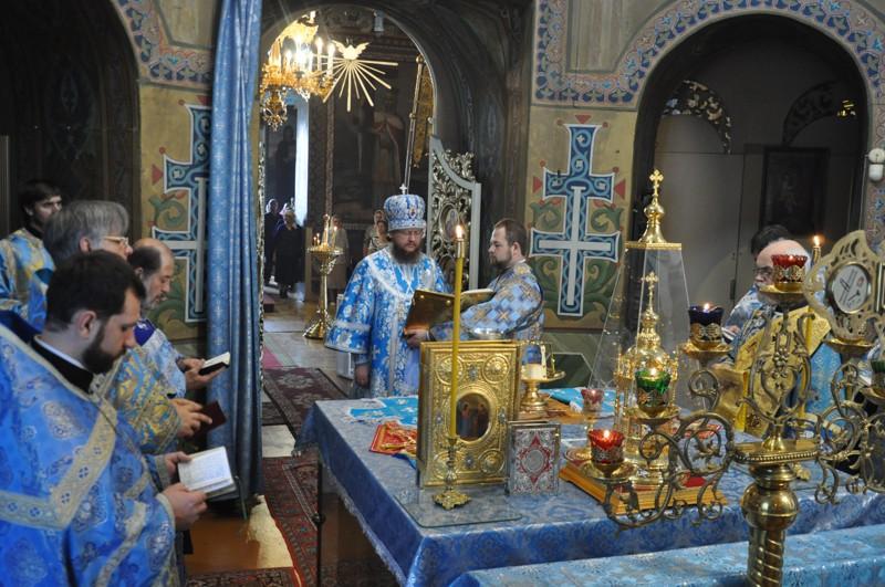 У Неділю 13-ту після П'ятидесятниці архієпископ Боярський Феодосій звершив Літургію і таїнство Вінчання