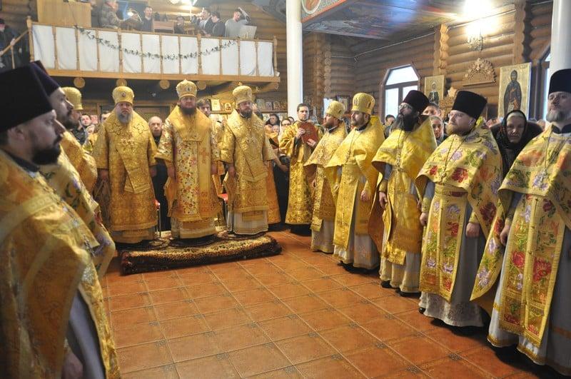 Архиепископ Феодосий возглавил богослужение престольного праздника в храме свт.Иоасафа Белгородского