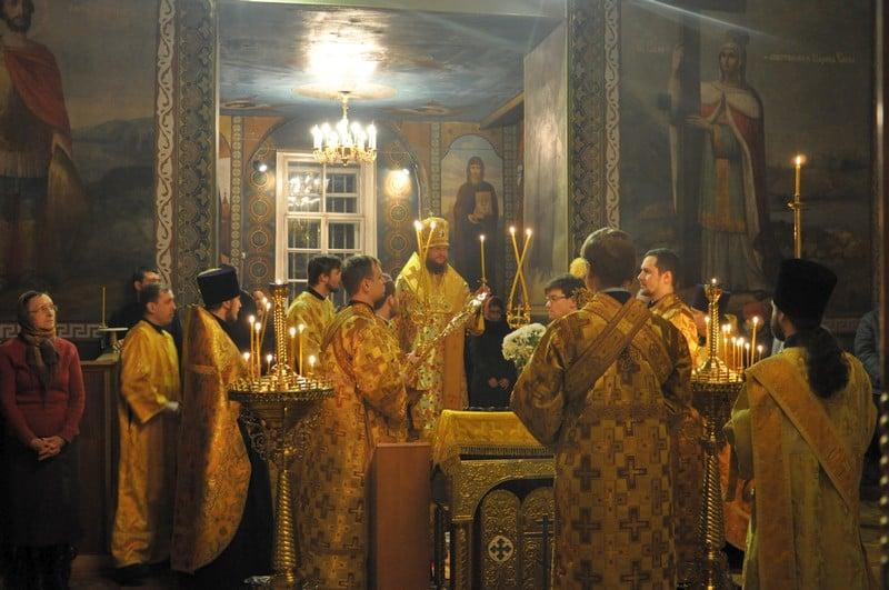 Архиепископ Боярский Феодосий совершил всенощное бдение накануне Недели 28-й по Пятидесятнице