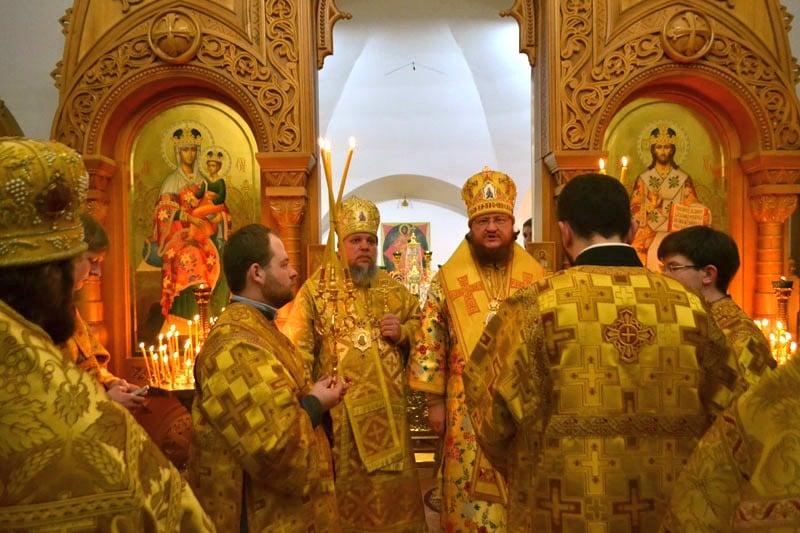 Архієпископ Боярський Феодосій очолив нічну Літургію в день престольного свята в Свято-Спирідонівському храмі