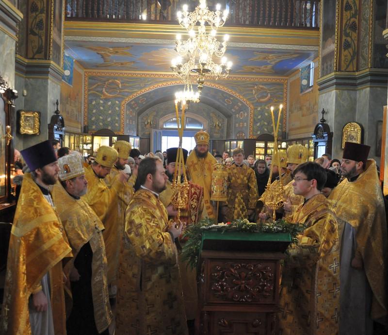 В день малого престольного свята архієпископ Боярський Феодосій звершив Літургію і освячення Недільної школи в Покровському храмі на Пріорці