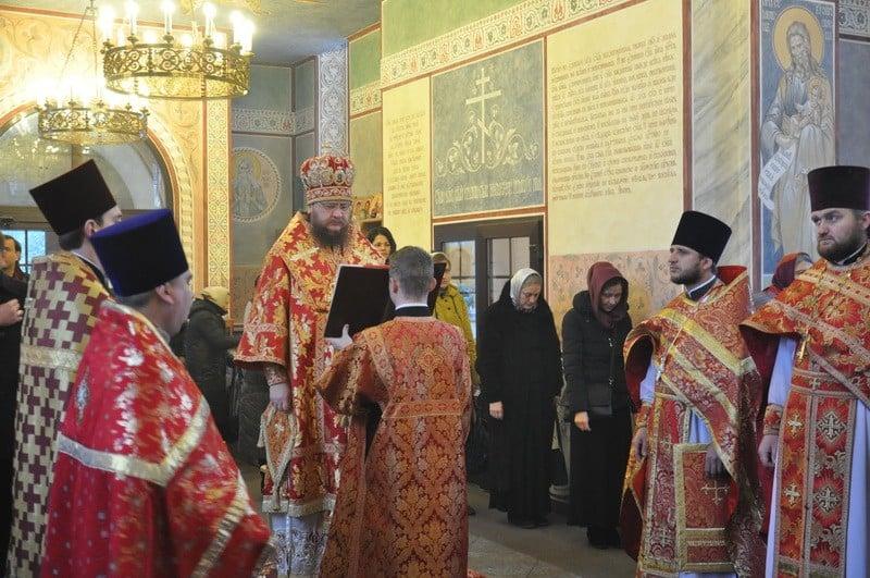 Архиепископ Боярский Феодосий возглавил богослужение престольного праздника в Екатерининском храме на Лукьяновке