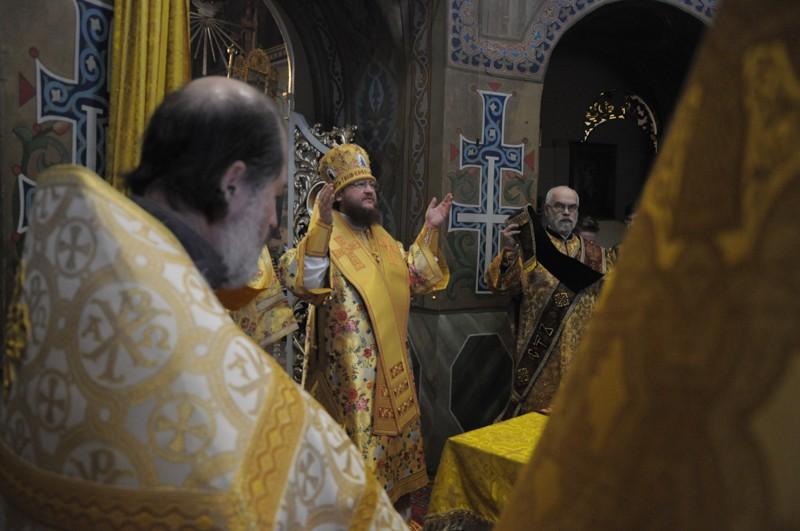Архиепископ Боярский Феодосий совершил Литургию в Неделю 26-ю по Пятидесятнице