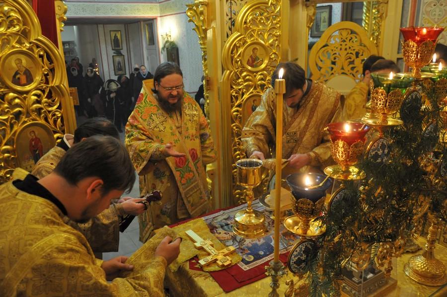 Архієпископ Боярський Феодосій в Новорічну ніч звершив Божественну Літургію у Введенському Обиденному храмі на Теремках