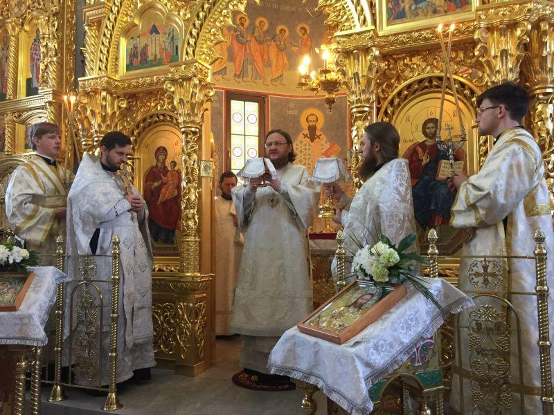 Архієпископ Боярський Феодосій звершив Божественну літургію у Введенському Обиденному храмі на Теремках