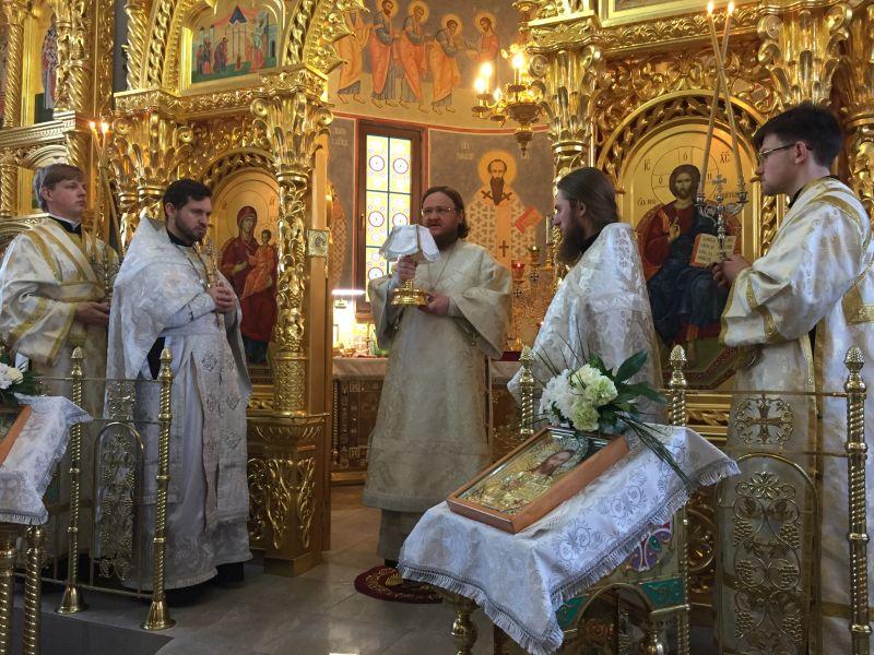 Архиепископ Боярский Феодосий совершил Божественную литургию во Введенском Обыденном храме на Теремках