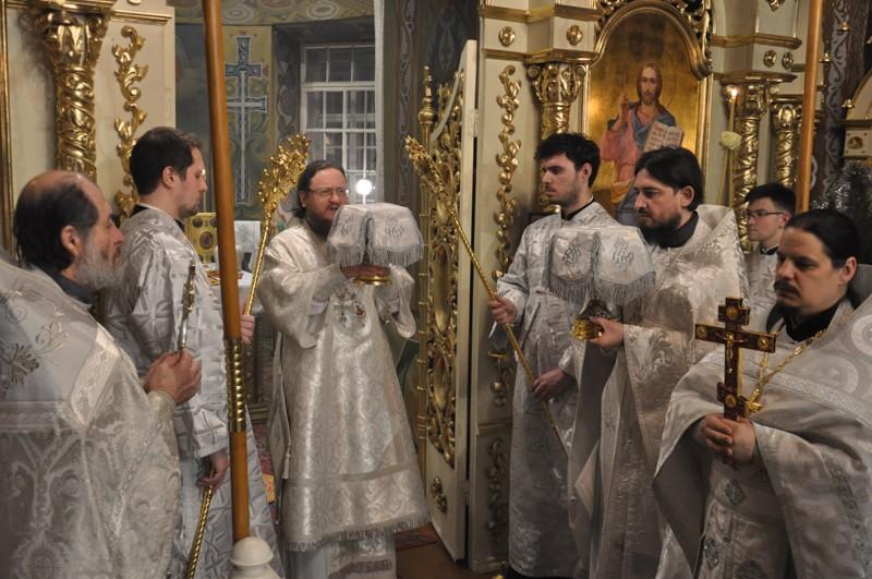 Архієпископ Боярський Феодосій звершив нічну Божественну літургію в свято Різдва Христового
