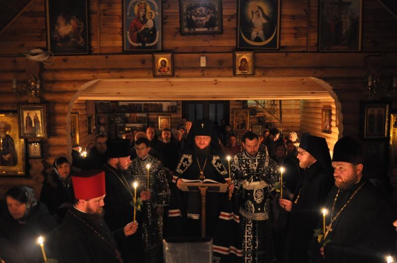 Архиепископ Боярский Феодосий совершил чтение Великого покаянного канона в сослужении настоятелей кладбищенских храмов столицы