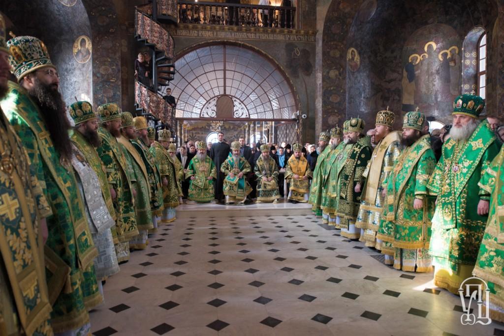 У день пам'яті Собору всіх прпп.Києво-Печерських архієпископ Боярський Феодосій співслужив Предстоятелю у Святій Лаврі (+ВІДЕО)