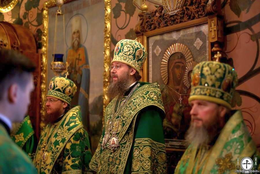 Архиепископ Боярский Феодосий сослужил управляющему делами УПЦ митрополиту Антонию во Введенском мужском монастыре Киева (+ВИДЕО)