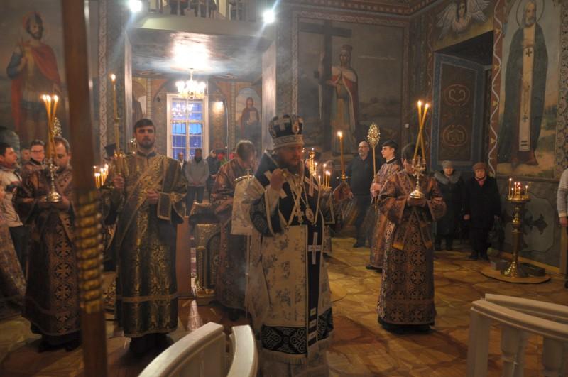 Архиепископ Боярский Феодосий совершил всенощное бдение накануне Недели 4-й Великого поста