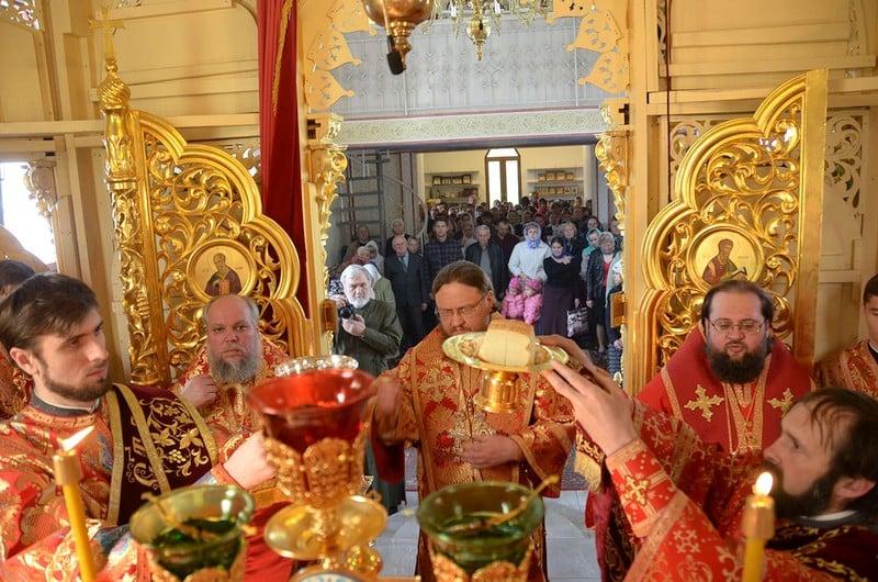 Архиепископ Боярский Феодосий возглавил Литургию во Введенском Обыденном храме на Теремках-1 (+ВИДЕО)