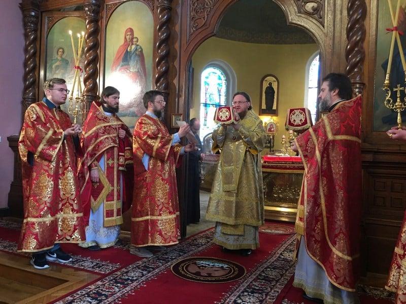 Архиепископ Боярский Феодосий совершил Литургию в Петропавловском храме в Карловых Варах (Чехия)