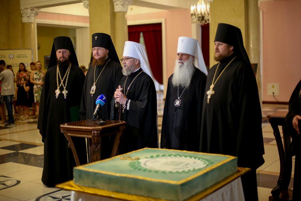 Архиепископ Боярский Феодосий принял участие в благотворительном фестивале «Божьи дети» (+ВИДЕО)