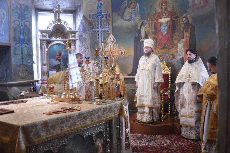 Архиепископ Боярский Феодосий совершил Литургию в Неделю 4-ю по Пятидесятнице