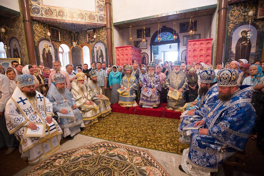 Архиепископ Боярский Феодосий принял участие в престольном празднике Ризоположенского монастыря