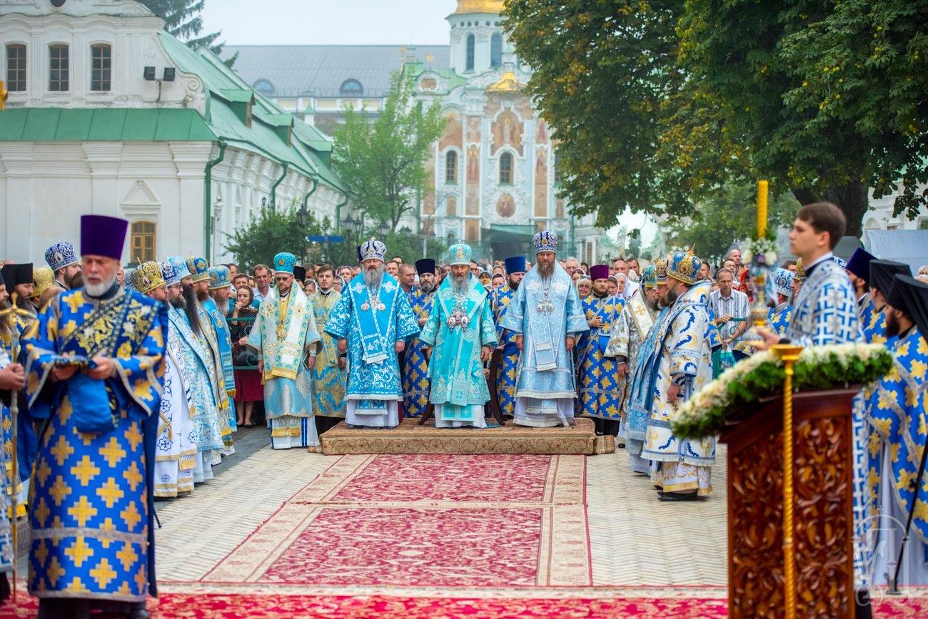 Архієпископ Феодосій співслужив Предстоятелю за святковим богослужінням з нагоди престольного свята у Києво-Печерській Лаврі (+ВІДЕО)