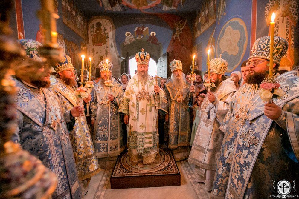 Архієпископ Феодосій співслужив Предстоятелю напередодні престольного свята в Академічному храмі Київських духовних шкіл