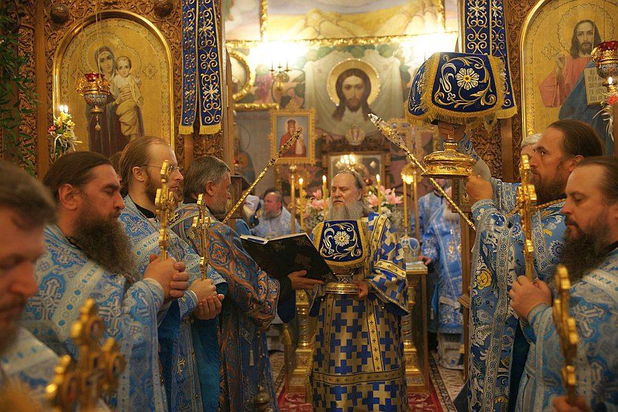 Архієпископ Феодосій взяв участь в урочистостях у столичному Введенському монастирі