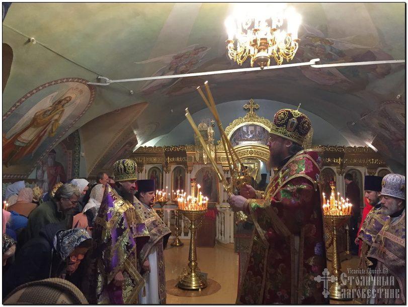 Архиепископ Феодосий совершил Литургию в день престольного праздника Крестовоздвиженского храма на Подоле