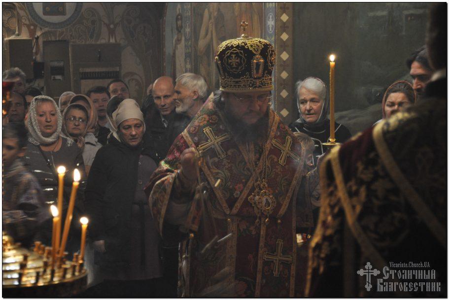 Архієпископ Феодосій звершив всенічне бдіння напередодні свята Воздвиження Хреста Господнього