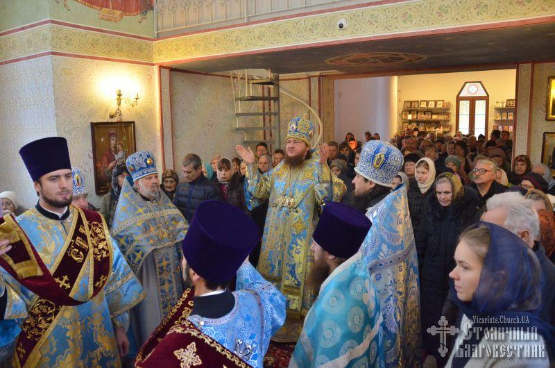 Архиепископ Феодосий совершил Литургию в день престольного праздника храма Введения Божией Матери на Теремках (+ВИДЕО)