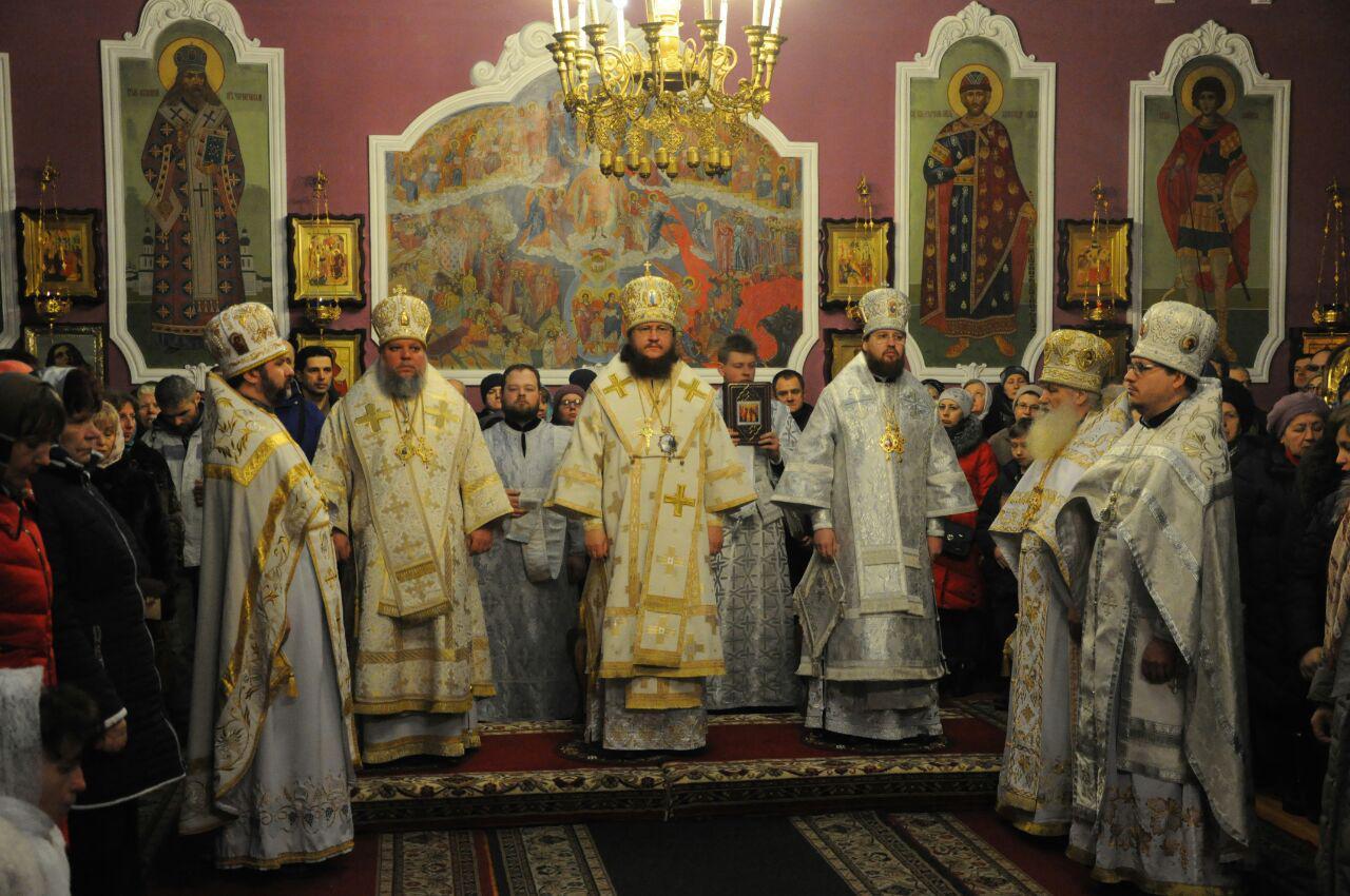 Управляющий Северным киевским викариатством архиепископ Феодосий возглавил Литургию в Покровском храме г.Киева