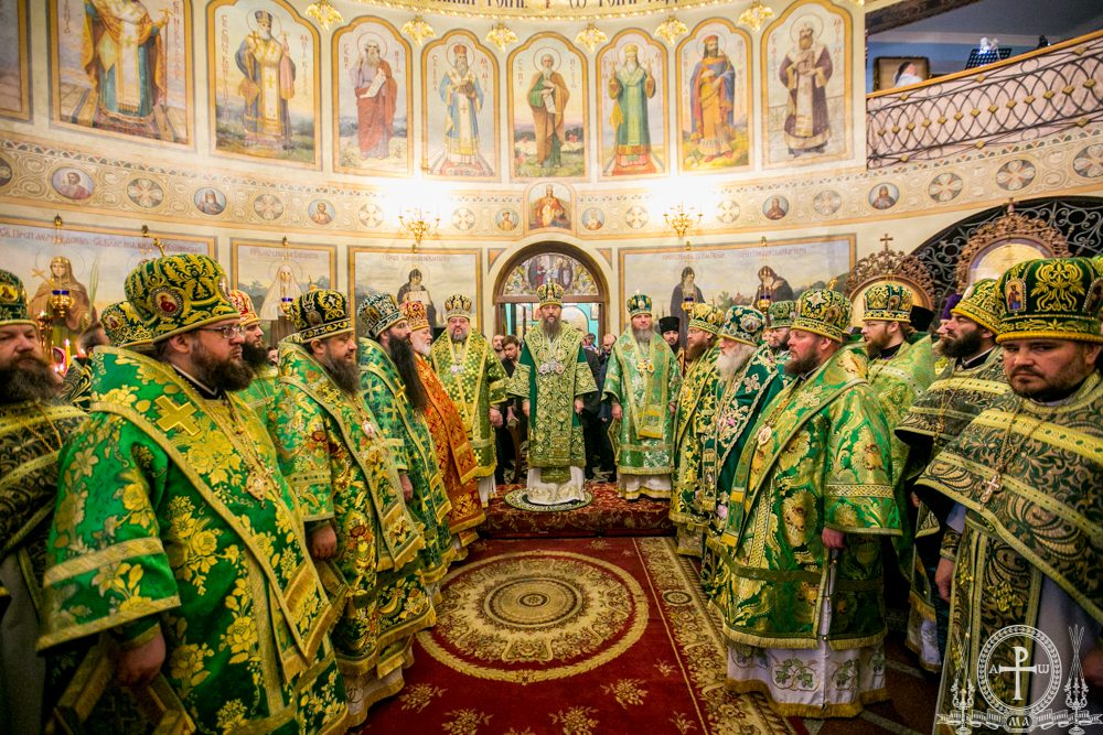 Архиепископ Феодосий сослужил управляющему делами УПЦ митрополиту Антонию во Введенском мужском монастыре Киева (+ВИДЕО)