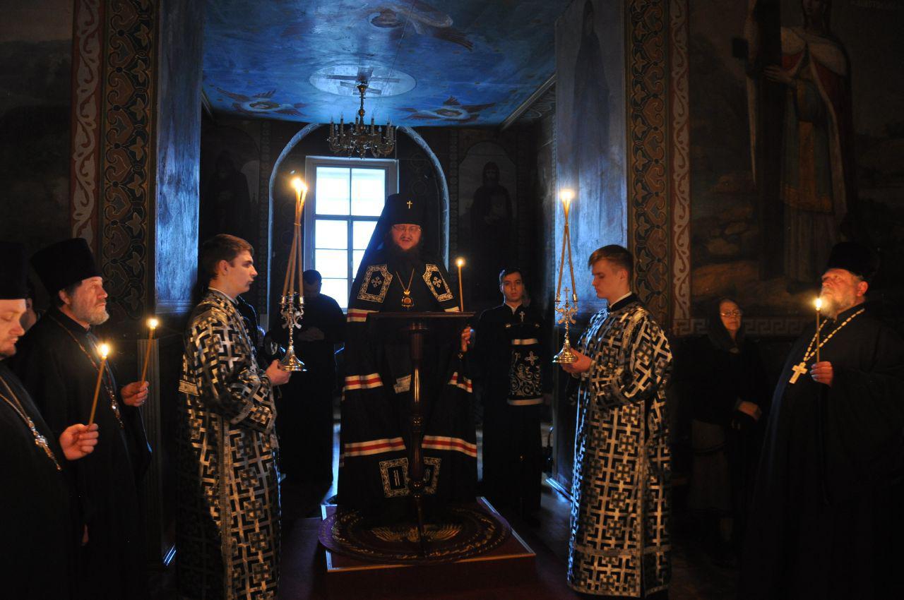Архієпископ Феодосій звершив читання першої частини Великого покаянного канону у співслужінні духовенства Подільського району столиці