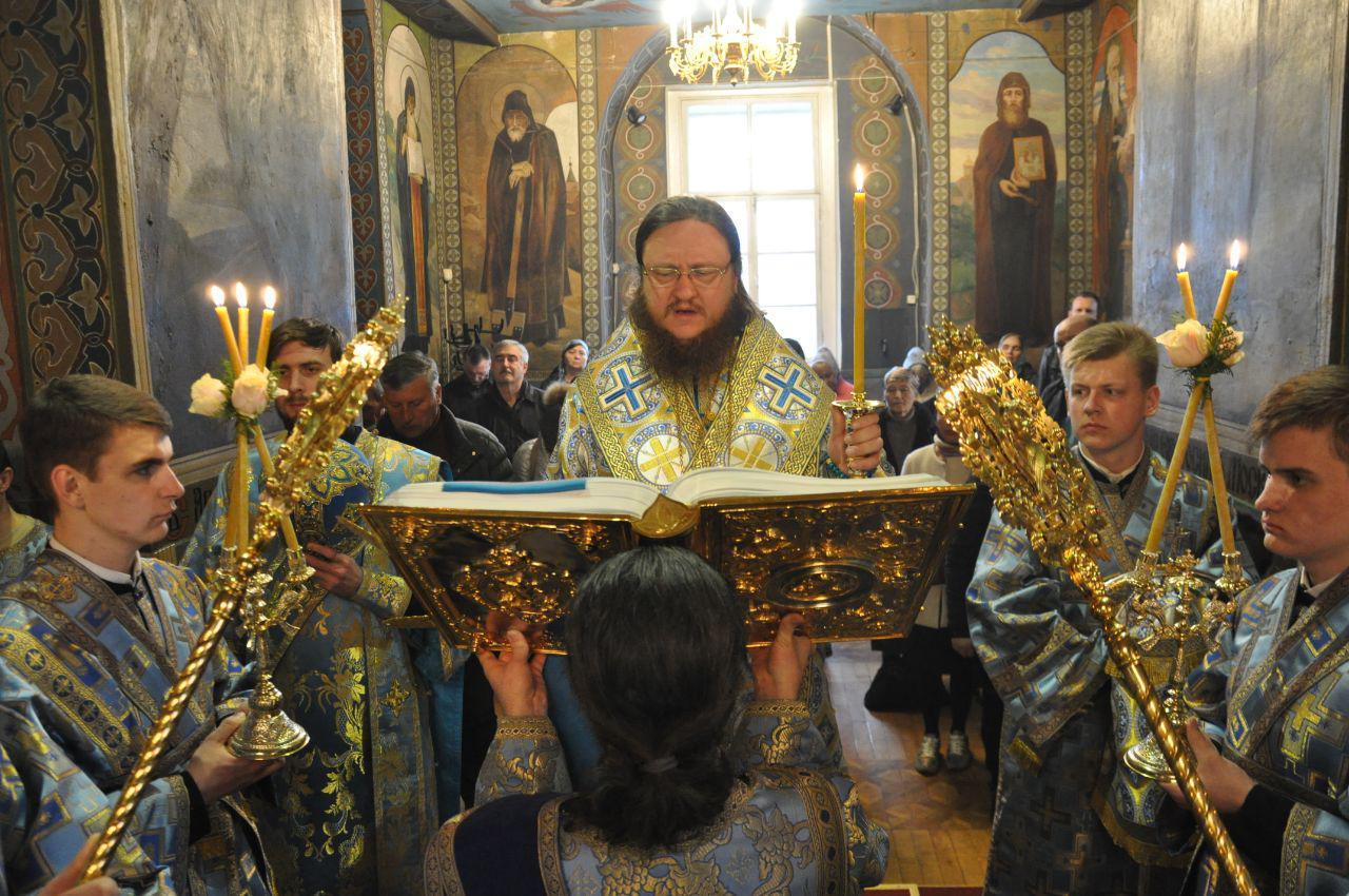 Архиепископ Феодосий совершил всенощное бдение накануне Благовещения Пресвятой Богородицы