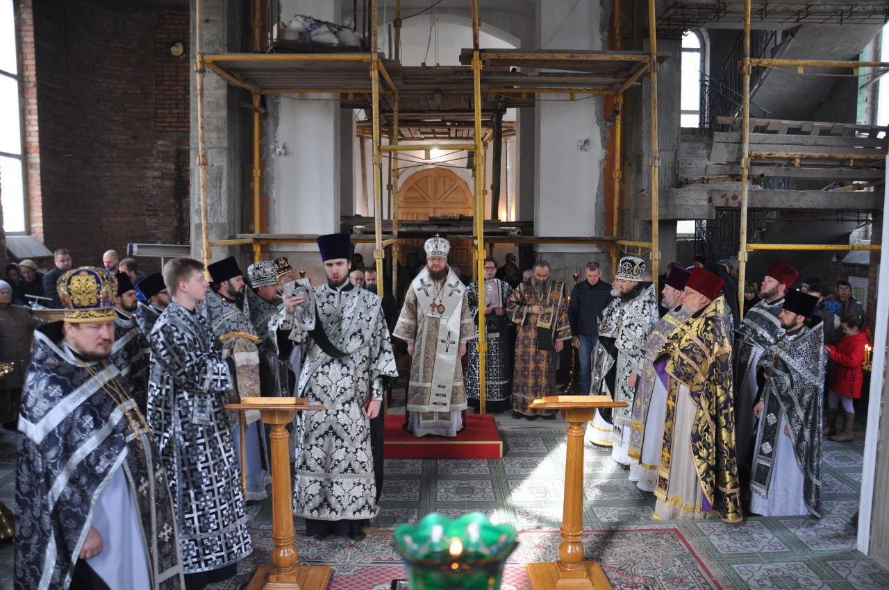 Состоялись соборная Литургия и общее говение духовенства Подола