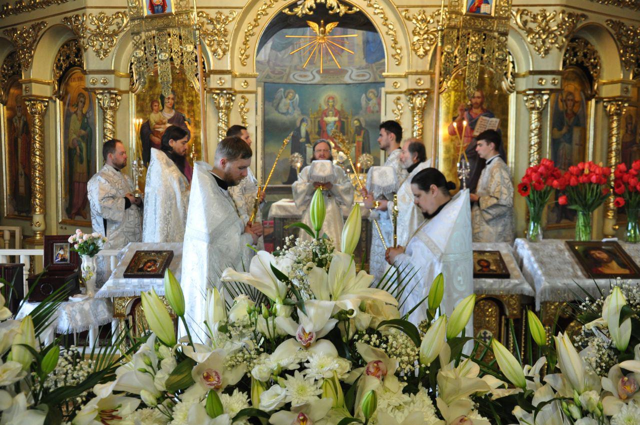В Великую Субботу архиепископ Феодосий совершил Литургию святителя Василия Великого