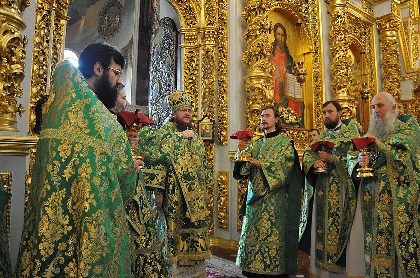 Архієпископ Феодосій молитовно відзначив День тезоіменитства в Києво-Печерській Лаврі (+ВІДЕО)