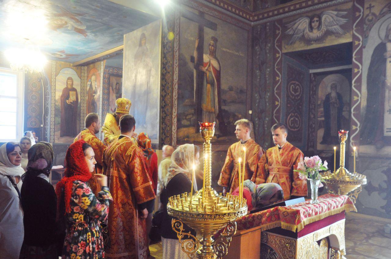 Архієпископ Феодосій звершив всенічне бдіння напередодні дня пам'яті святителя Миколая