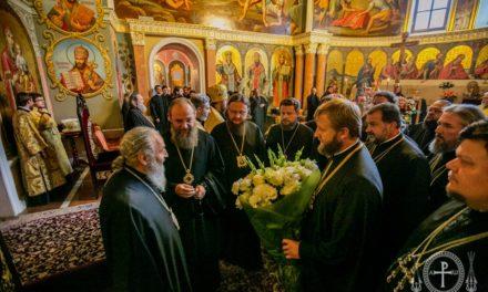 Архиепископ Феодосий вместе с духовенством и верующими столицы принял участие в поздравлении Предстоятеля УПЦ с 5-летием интронизации