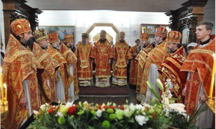 Архієпископ Феодосій очолив богослужіння престольного свята у храмі на честь вмч.Димитрія Солунського